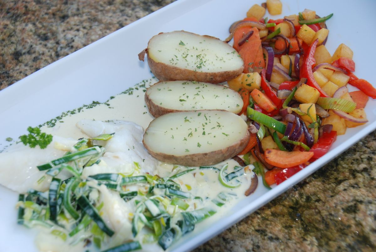 Steamed cod with leek sauce and vegetables